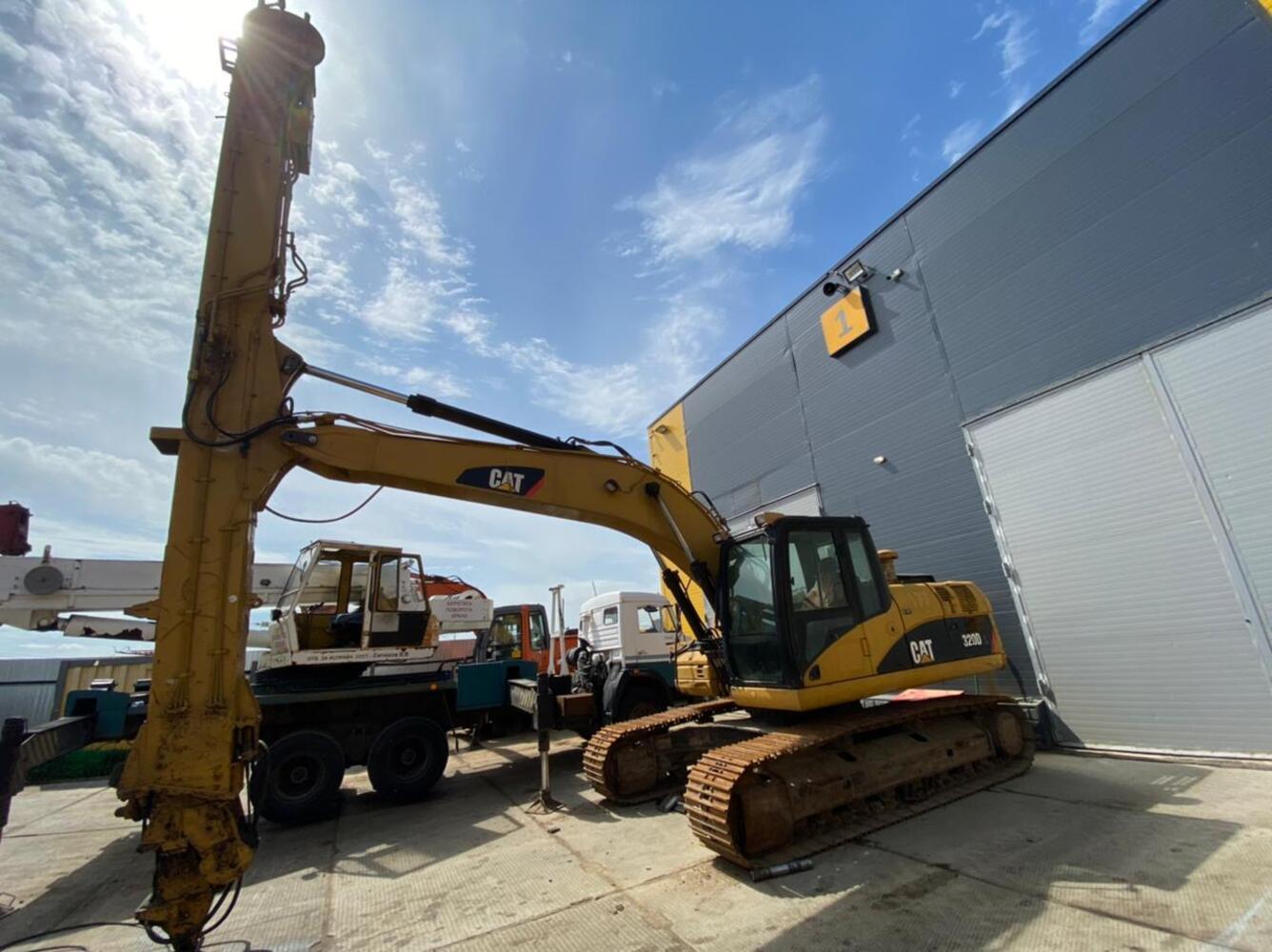 Продаеться Caterpillar 320D L Грейфер 18 метров