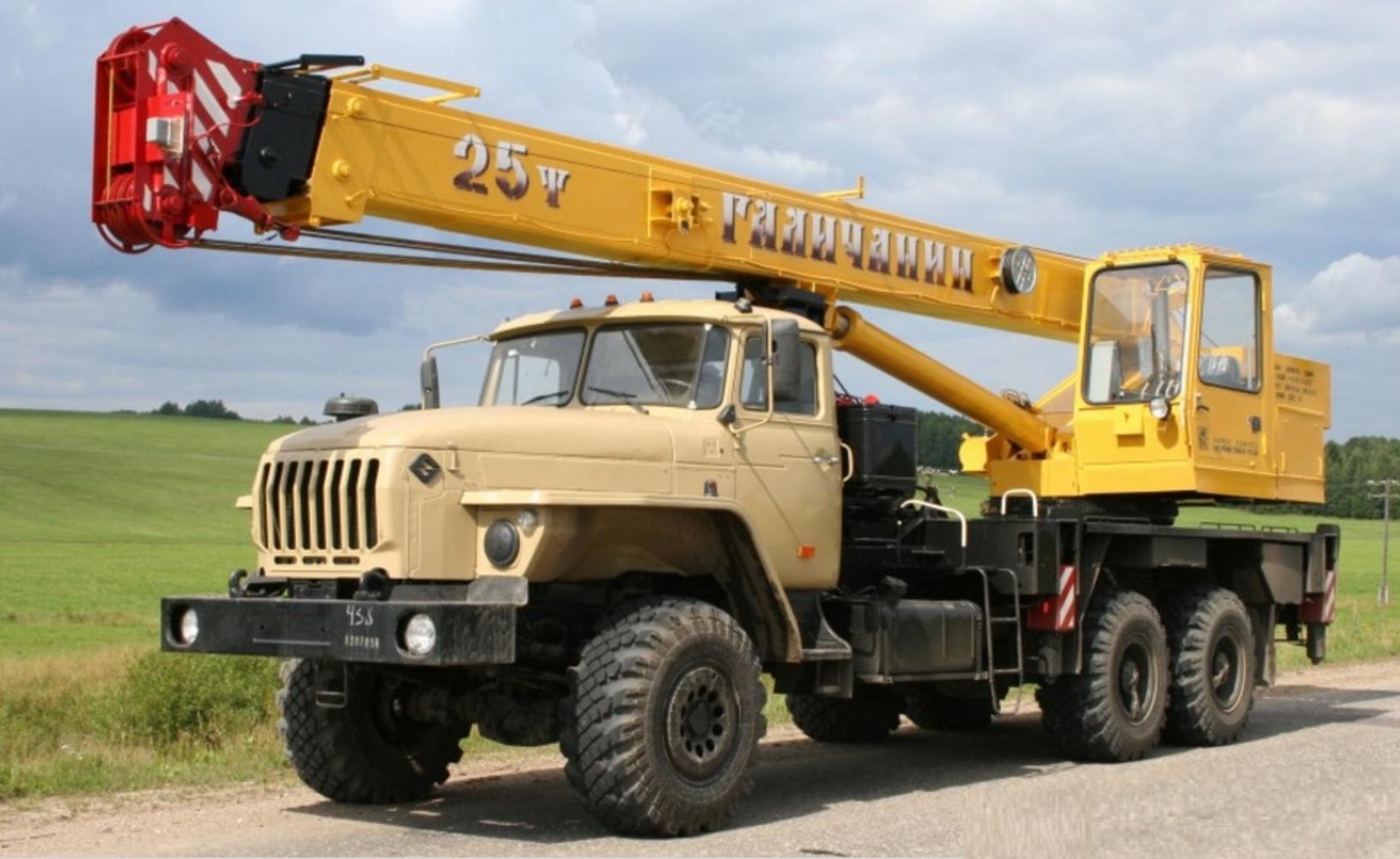 Галичанин КС-55713-3 на шасси Урал 4320 (Коробка)